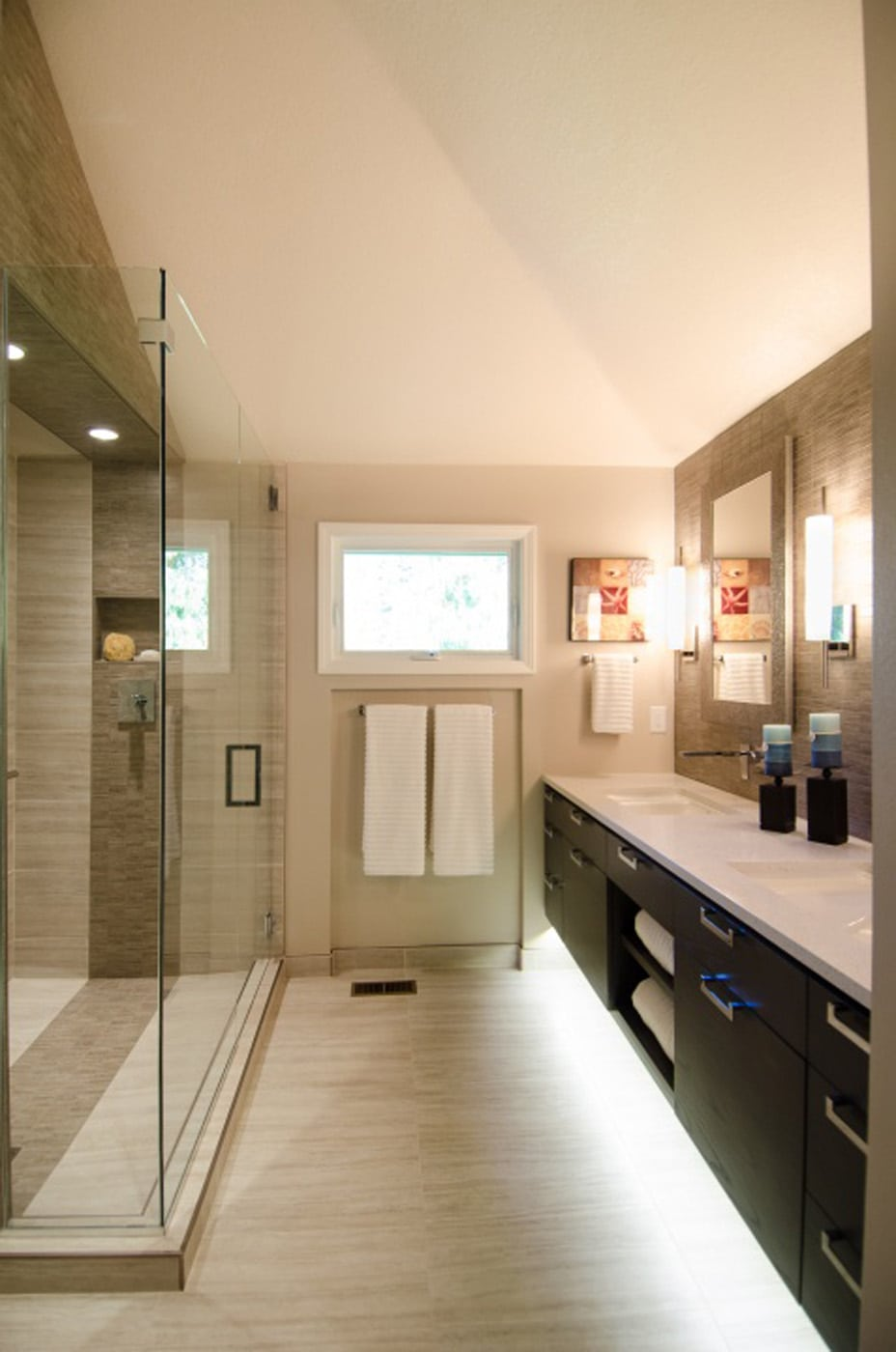 Contemporary Master Bathroom With Vaulted
